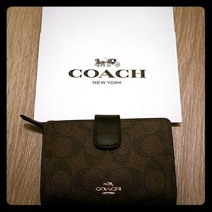 NWT Coach wallet WITH gift box!